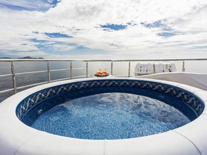 Komokwa-Luxury-Mega-Yacht-4