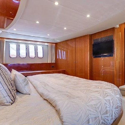 70' Viking Luxury Yacht 16
